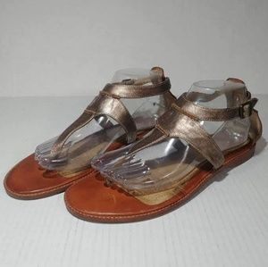Frye Ali Seam Leather Thong Metallic Sandals 9.5